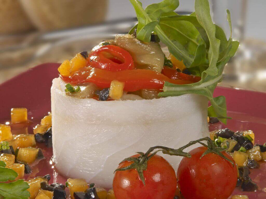 "Salad of sliced cod, with escalivada, ""Persimon®"" kaki base and Seville black olives"
